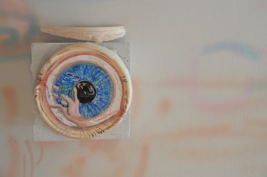 Eye see all, 2017, gouache on molded plaster, Ø35cm